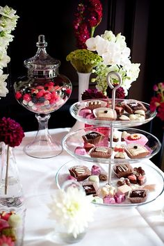 Achieve a great tablescape with the help of Old Time Pottery! Festival Decorations, Birthday Party Decorations, Cake Pops, Macarons, Old Time Pottery, 31st Birthday, Sweet Bar, Breakfast At Tiffanys, Afternoon Tea