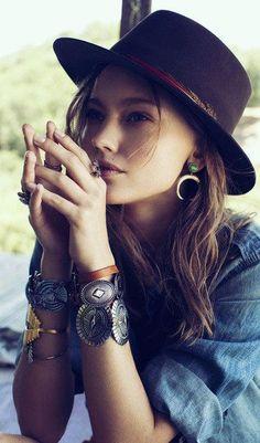 ╰☆╮Boho chic bohemian boho style hippy hippie chic bohème vibe gypsy fashion indie folk the . Mode Hippie, Bohemian Mode, Boho Gypsy, Bohemian Hair, Gypsy Chic, Gypsy Soul, Bohemian Fashion, Hippie Chic, Estilo Folk