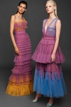Mendel Spring 2020 Ready-to-Wear Fashion Show Collection: See the complete J. Mendel Spring 2020 Ready-to-Wear collection. Look 15 Fashion 2020, Runway Fashion, High Fashion, Fashion Show, Womens Fashion, Fashion Design, 1950s Fashion, Fashion Fashion, Vintage Fashion