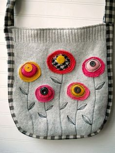 Hope and Joy Home: Upcycled Sweater tote part Deaux-Tote made from old sweater Felt Crafts, Fabric Crafts, Sewing Crafts, Sewing Projects, Sewing Tutorials, Crochet Projects, Diy Purse Design, Pullover Upcycling, Diy Sac