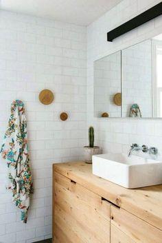 Passer des heures dans sa baignoire à relaxer? Ce n'est pas un luxe que je connais, car ma salle de bain est loin d'être accueillante… Comme la plupart des «vieux» appartements montréalais, elle n'a pas été rénovée depuis des années. Je rêve d'une salle de bain moderne et propre. Jusqu'à maintenant,on n'a pas eu le …