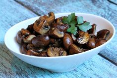 Recipe for Balsamic Mushrooms- a delicious recipe for sauteed mushroom lovers! Nutritional information and Weight Watcher's points included.
