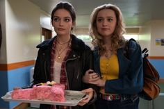Your Food Preferences Will Reveal If You're Maeve Or Aimee From 'Sex Education' Series Movies, Film Movie, Tv Series, Movies Showing, Movies And Tv Shows, Stranger Things, Shows On Netflix, Emo Bands, Favorite Tv Shows