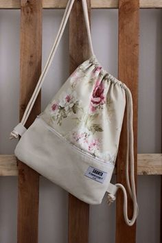 Shanta Gymbag Wien in 1080 Wien for for sale Shpock Bag Patterns To Sew, Sewing Patterns, String Bag, Diy Sewing Projects, Patchwork Bags, Fabric Bags, Kids Bags, Cloth Bags, Handmade Bags