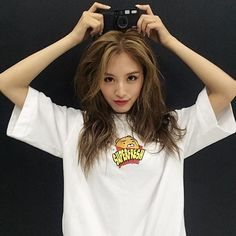 #whoo #prism #MV #comeback #15 #febrero #live #jaekyung #rainbow #kpop #jaehyun… Korean Wave, Korean Girl, Jaehyun, Kpop Girls, Girl Group, Beautiful Women, Rainbow, Actresses, T Shirts For Women