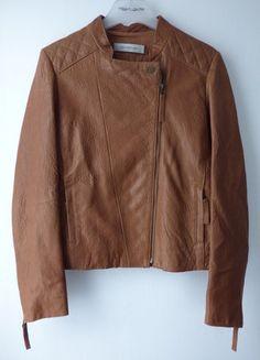 À vendre sur #vintedfrance ! http://www.vinted.fr/mode-femmes/vestes-en-cuir/30177665-blouson-cuir-marron-camel-gerard-darel-taille-40