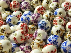 Get free porcelain beads and cabochons from Beadmixter in exchange for a tutorial using them.