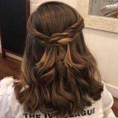 We've gathered our favorite ideas for 28 Cute Hairstyles For Medium Length Hair Popular For Explore our list of popular images of 28 Cute Hairstyles For Medium Length Hair Popular For 2019 in hair updos for medium length hairstyles. Soft Curl Hairstyles, Cute Hairstyles For Medium Hair, Hairstyles Haircuts, Pretty Hairstyles, Braided Hairstyles, Medium Length Curled Hairstyles, Quince Hairstyles, Prom Hair Medium, Medium Hair Cuts