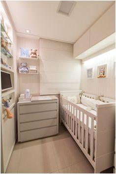 Nosso escritório LM Arquitetura (instagram: @lm_arquitetura) fez um quarto de bebê super legal e desafiador. Oambiente de apenas 4m² era o antigo quarto reversível de um apartamento com 75m², que foi transformado por nós em um espaço super aconchegante e acolhedor, para um bebê bem especial. Optamos pelonecessário e não por tudo aquilo que a…