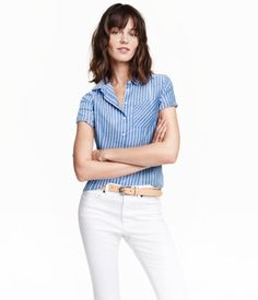 Fitted shirt in airy, woven cotton fabric with a narrow turn-down collar, chest pocket, and short sleeves.