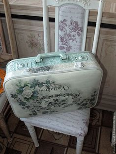 Купить Чемодан. Винтаж. - старый чемодан, реставрация, реставрация чемодана, оформление чемодана, предмет интерьера Decoupage Suitcase, Painted Suitcase, Suitcase Decor, Suitcase Table, Vintage Suitcases, Vintage Luggage, Old Luggage, Sky Design, Diy Arts And Crafts