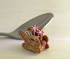 miniature de la main de maison de poupée échelle 1/12ème traîneau de Noël pain d'épice