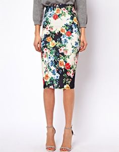 Having skirts instead of dresses? I always love a good pencil skirt. ASOS PETITE Exclusive Pencil Skirt In Floral Print Passion For Fashion, Love Fashion, Womens Fashion, Skirt Fashion, Floral Fashion, Fashion Ideas, Looks Style, My Style, Outfits Plus Size