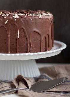 ULTIEME CHOCOLADETAART Dessert Drinks, Dessert Bars, Fun Desserts, Delicious Desserts, Dessert Recipes, Cake Recipes, Brownie Cake, Pie Cake, No Bake Cake