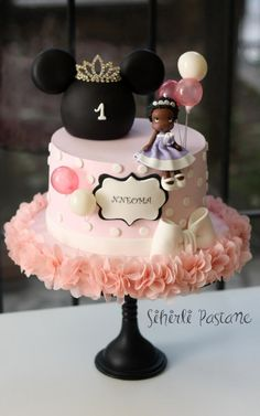 Princess Minnie Mouse Cake by Sihirli Pastane
