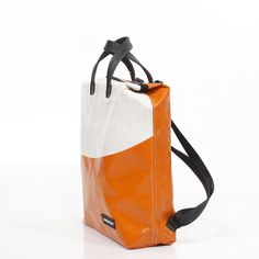 F201 PETE - Backpacks Freitag Bag, Textiles, Convertible Backpack, Bag Design, Backpack Bags, Diy And Crafts, Upcycle, Recycling, Ipad