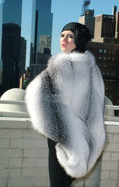 Fur Fashion, Winter Fashion, Capes, Chinchilla Fur, Fur Cape, Fabulous Furs, Fox Fur Coat, White Fur, Winter Wear