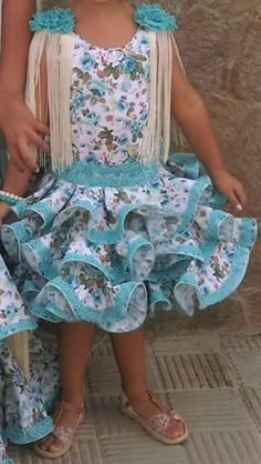 Foto de Encarni Gonzalez. Boy Fashion, Fashion Beauty, Womens Fashion, Little Girl Dresses, Girls Dresses, Fair Outfits, Flamenco Costume, Princess Party, Baby Sewing