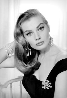 Anita Ekberg wearing diamond and pearl chandelier earrings, pearl necklace wrapped around her wrist and diamond brooch, photo by Norman Parkinson, Vogue UK, October 1956 Pearl Chandelier, Chandelier Earrings, Anita Ekberg, Modern Vintage Fashion, Vogue Uk, Diamond Brooch, Norman, Pin Up, Pearls