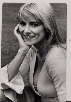 Luan Peters born 18 June 1946 in Bethnal Green London also known as Karol Keyes is an English actress and singer Luan Peters Biography Luan peters love Fashion Models, Fashion Beauty, Seven Heavens, Hammer Films, English Actresses, English Roses, Celebs, Celebrities, Timeless Beauty