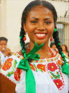 Hippie-Lettuce in Mexico Beautiful Black Women, Beautiful People, Afro, Mexican People, Black Indians, Native American Women, American Indians, Lab, Hair Ribbons