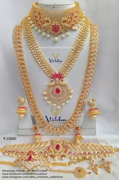 Fulfill a Wedding Tradition with Estate Bridal Jewelry Antique Jewellery Designs, Gold Earrings Designs, Gold Jewellery Design, Designer Jewellery, Necklace Designs, Indian Bridal Jewelry Sets, Wedding Jewelry Sets, Indian Jewelry, Bridal Jewellery