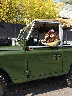 Land Rover 88 Serie III Soft Top Canvas...I love girls driving Landys...and Defenders, of course. (Lobezno)
