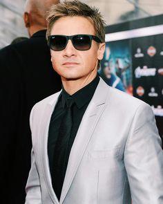 "• Jeremy photographed at Marvel ""The Avengers"" Los Angeles Premiere on April 11, 2012 #jeremyrenner #renner4real #jere"