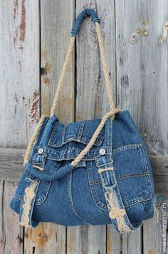 Blue & White Beach Bag re-purposed from a Pair of Denim Jeans . Cord Handle hanging from a Shabby Chic Door . Cut Up Shirts, Tie Dye Shirts, Old T Shirts, T Shirt Yarn, T Shirt Diy, Artisanats Denim, Denim Purse, Denim Overalls, Denim Jumper