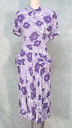 Pretty 40's novelty floral printed dress. Love the color combination.