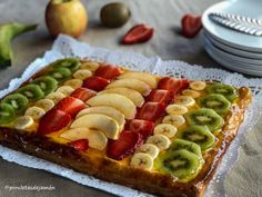 Tarta de hojaldre con frutas Chicken Salad Recipes, Tart Recipes, Recipe For 4, Empanadas, Hot Dog Buns, Waffles, Buffet, Mango, Deserts