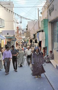 Straßenszene in Tanger Raigro/Timeline Images Timeline Images, Street View, Tangier, Telephone Booth, Historical Pictures, Old Pictures, Morocco, Photographers
