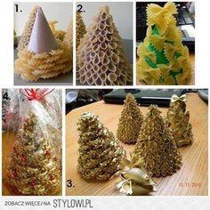 árboles de navidad con macarrones.
