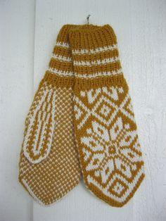 Norwegian handknitted mittens in mustard and white Fair Isle Knitting, Free Knitting, Knitting Patterns, Sewing Patterns, Knit Mittens, Knitted Gloves, Norwegian Knitting, Knit Crochet, Crochet Hats