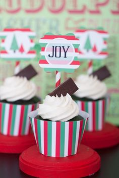 Red and Green Striped Christmas Cupcakes #christmas #cupcake