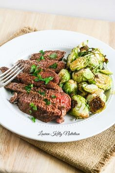 This Ginger Teriyaki Filet will be ready in minutes and will impress your guests! @Frigidaire @Lowes Savoury Dishes, Tasty Dishes, Food Dishes, Delicious Dinner Recipes, Healthy Recipes, Skinny Recipes, Healthy Weekly Meal Plan, Roasted Red Pepper Pasta, Mediterranean Diet Meal Plan