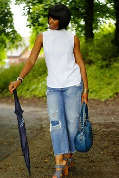 BRITISH SUMMERTIME   Summer outfit with the very important accessory: an umbrella! Summertime, Personal Style, Capri Pants, Summer Outfits, British, Photo And Video, Fashion, Moda, Fashion Styles