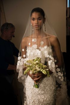 spring 2013 wedding dress oscar de la renta bridal gowns romantic 1 - love the veil dress combo Best Wedding Dresses, Wedding Veils, Wedding Attire, Wedding Styles, Lace Wedding, Wedding Bride, Wedding Hair, Rustic Wedding, Wedding Scene