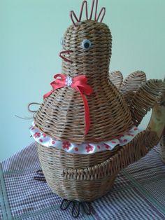 """конфетница """"Курочка"""", плетение из бумаги"""