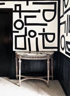 Aztec Wallpaper, Hand Painted Wallpaper, Hand Painted Walls, Graphic Wallpaper, Home Wallpaper, Black Painted Walls, Black And White Doodle, Black And White Wallpaper, Black And White Painting