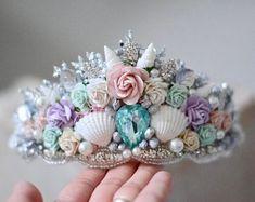 Mermaid crown, mermaid flower crown, mermaid birthday party, first birthday girl. Mermaid Theme Birthday, Girl First Birthday, Teen Birthday, Mermaid Crown, Mermaid Tutu, Mermaid Shell, Under The Sea Party, Princess Outfits, Seashell Crafts