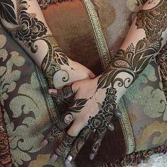 #hennaart#henna#hennaart#hudabeauty#my_dubai#makeup#mombi#art_design#arthenna#dress#dubai#uae#ksa#oman#kuwait#qatar#video#fashion #حناء#الامارات