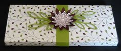 Boite cadeau Stampin'Up - tampons Tant de mercis - perforatrice Trois fleurs - Thinlits Roseraie .