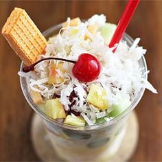 An addictive Colombian treat that's part fruit salad part Slushee. Colombian Desserts, Colombian Food, Colombian Recipes, Latin American Food, Latin Food, Salsa Morita, Cocktail Recipes, Cocktails, Drinks