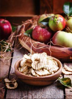 3 idées anti-gaspi pour recycler vos épluchures de fruits !  #chips #fruits #épluchures #pomme #antigaspi #gaspillage #astuce #conseil Conservation, Chips, Vegetables, Blog, Skate, Apple, Kitchens, Thanks, Everything