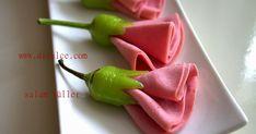 biberli salam güller     değişik tarif gördümü duramıyorum naapıyım...:))   bunuda marifetli hanımlar grubunda bir arkadaşta görmüştüm.......