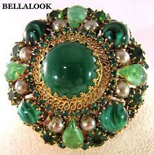 VINTAGE GORGEOUS MADE IN AUSTRIA EMERALD GREEN CRYSTAL ART GLASS DOME BROOCH PIN