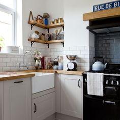 Kitchen Ikea, Kitchen Corner, Kitchen Layout, Home Decor Kitchen, Kitchen Cabinets, Kitchen Shelves, Kitchen Sink, Kitchen Worktops, White Cabinets