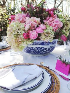 Danielle Rollins » Gracious Living & Stylish Entertaining » Tips for Arranging Flowers with Ballard Designs