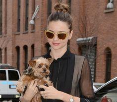 Miranda Kerr arrasou com seu Miu Miu com glitter dourado! Linda ♥ #oculos #de #sol #miumiu #color #sunglasses #oticas #wanny